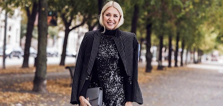 Med hennes bakgrund i musikbranschen lärde hon känna designers, modefotografer och fick en inblick i den kreativa modebranschen. Nu är hon en aktivt bokad trendreporter och en sann stilikon. Välkommen Emilia De Poret!
