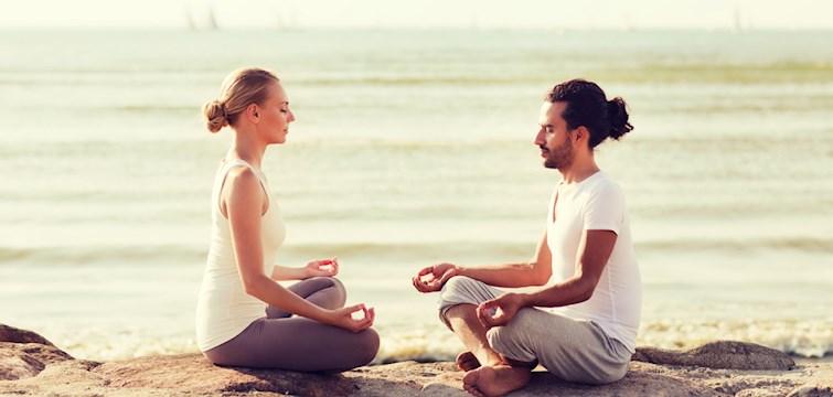 Vill du få bättre sexliv, ha mindre migrän och vackrare hy? Då borde du testa på yoga! Läs om mer anledningar till varför du borde börja här nedan!