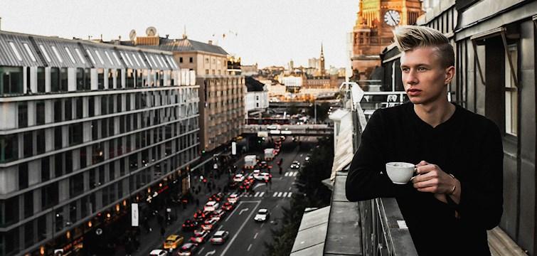 Denna veckans blogg är Emil Eriksson - en stilsäker kille med stora ambitioner som satsar på en karriär inom modebranschen. Vi tog pulsen på Emil och snackade framtid, fototips, varför han började blogga och var han finner inspiration!