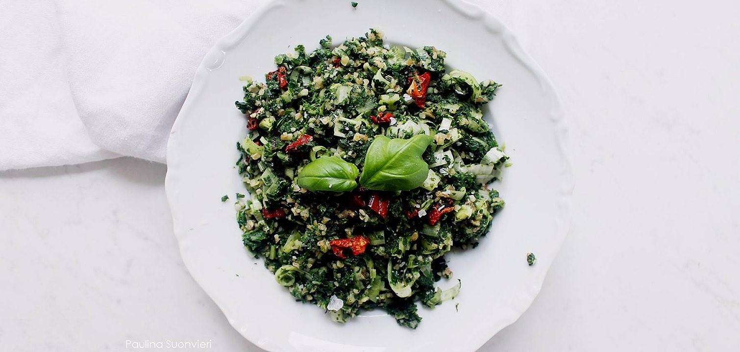 Recept: Vegan spenatbulgur med soltorkade tomater och färsk basilika