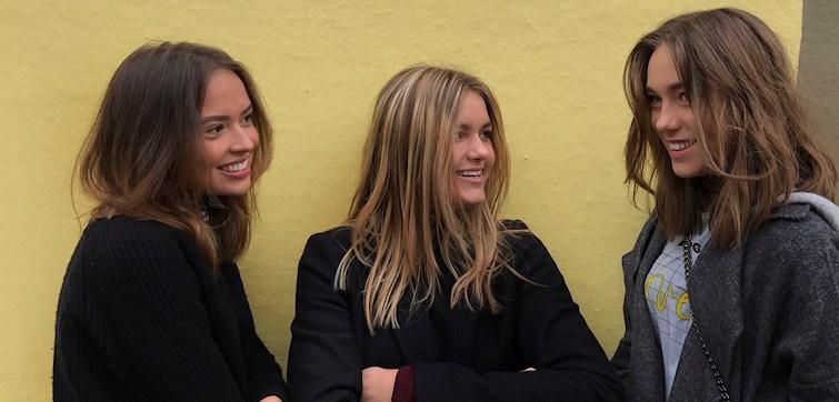 Denne uges bloggere er pigerne fra Epoch. Tre smukke piger fra København, som nyder at sidde rundt omkring på Caféer i indre København. Desuden nyder de at leve i nuet og tager én dag af gangen. Lær dem bedre at kende her.