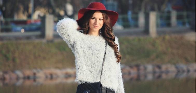 Hon är en shopaholic, hatar politik och älskar att använda sig av bra bilder i sin blogg. Veckans blogg här på Nouw är 21-åriga Mire.