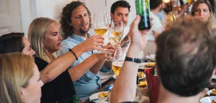I söndags bjöd Ta Fram Det Bästa tillsammans med duon bakom Sovmorgonpodden, Joanna & Gustaf in till en middag på Trädgården i Stockholm där den röda tråden genom kvällen va Tabasco. På allt från maten till cocktailtävling. Spana in alla bilder i bildspelet här!