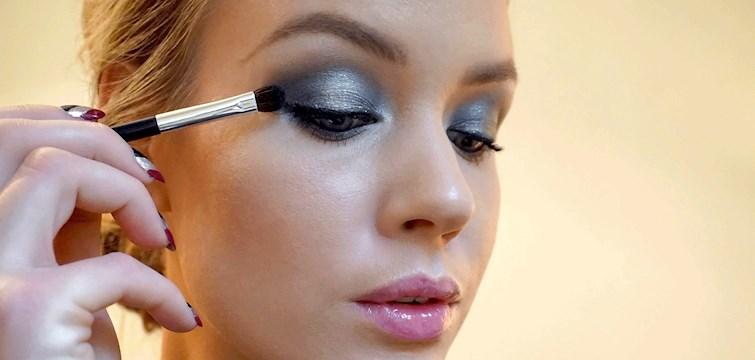 Här visar Nouws skönhetsbloggare Erica Helin oss ett videoklipp på hur du lägger den perfekta ögonmakeupen för veckans festligare tillfällen!