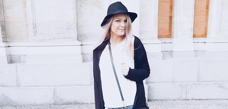 Hun skriver en personlig blogg, leser mest skjønnhetsblogger og forteller at hun er vegetarianer. Ukens blogg her på Nouw er Mathilde Walberg.