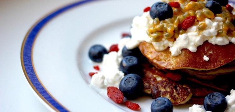På helgerna gillar vi att äta frukost länge, gärna med gott sällskap och påtår i kaffekoppen. Våra Nouw-bloggare delar med sig av goda frukostrecept och vi låter oss inspireras!
