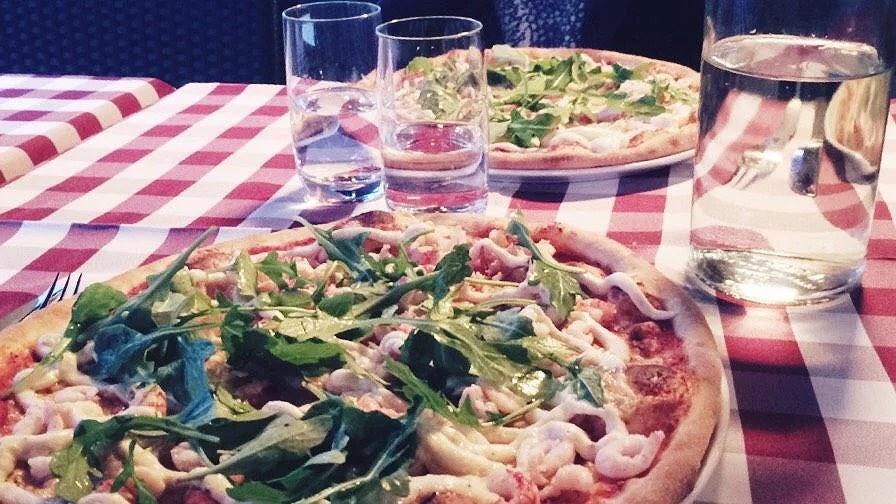 Kräftpizza och massa jobb