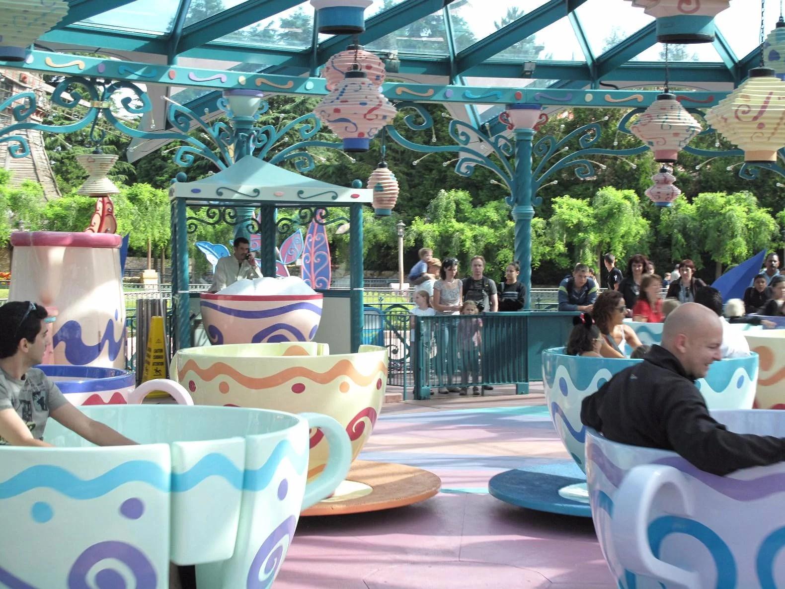 Vilka attraktioner är öppna på Extenden Theme Park Hours på Disneyland Paris?