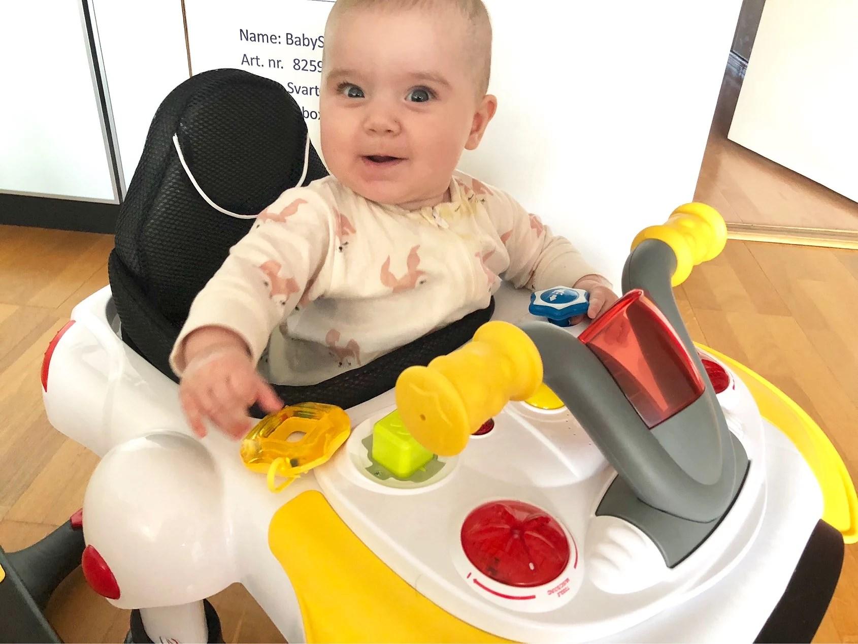 En lycklig liten tjej!