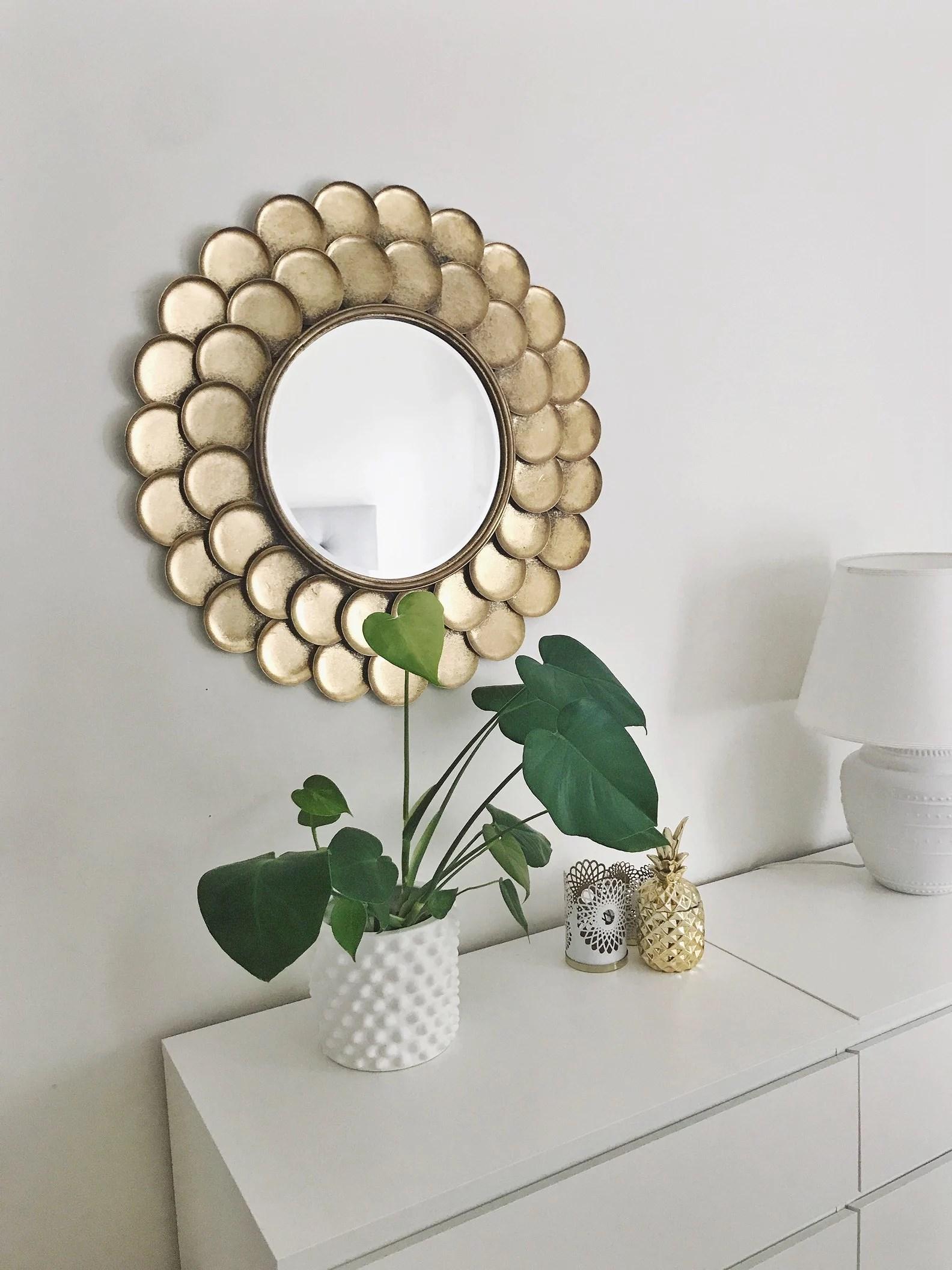 En guldkant runt spegeln