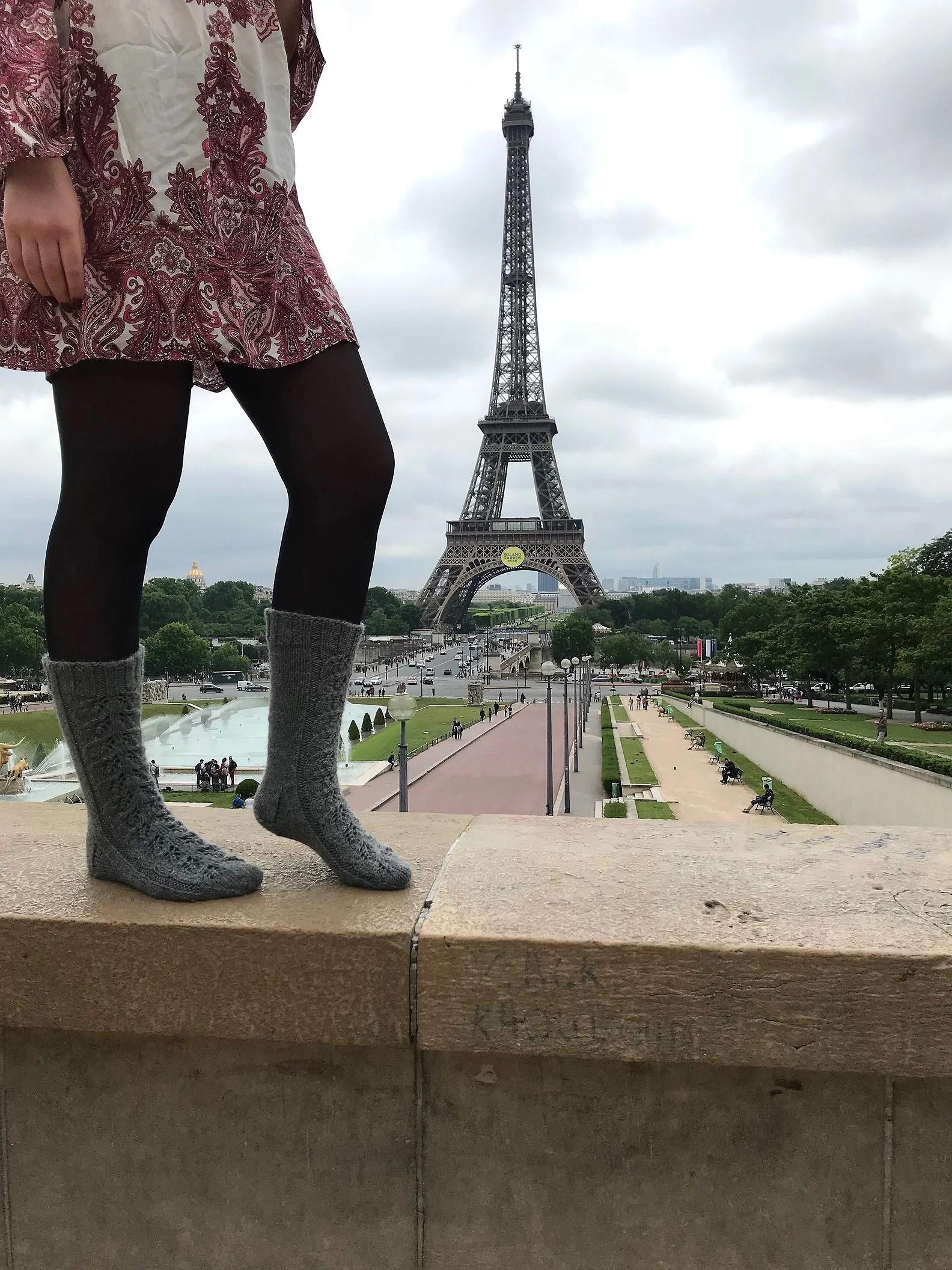 Två sockor och ett Eiffeltorn