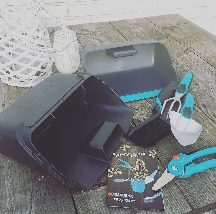 Box met tuingereedschap