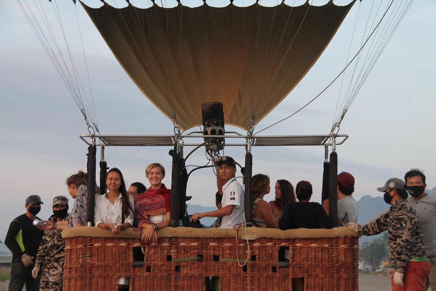 "Luftballong, natur och ""tubing"" i Vang Vieng"