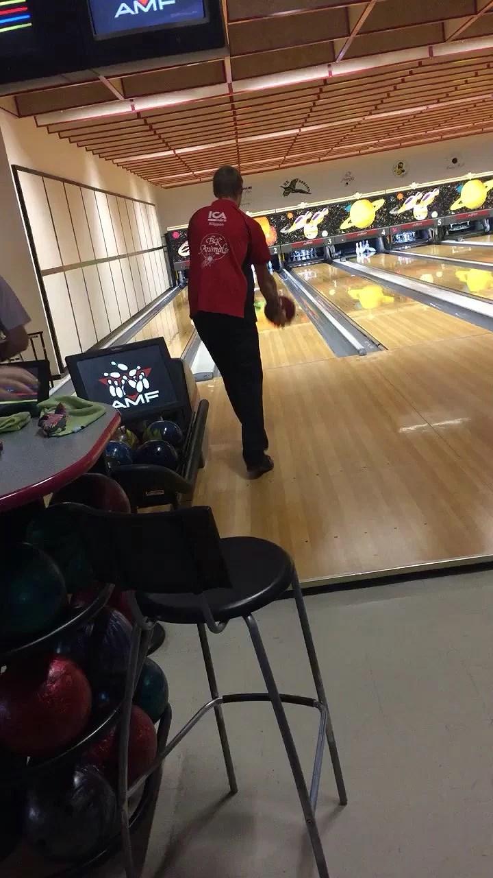 Bowling hela dagen! 🎳