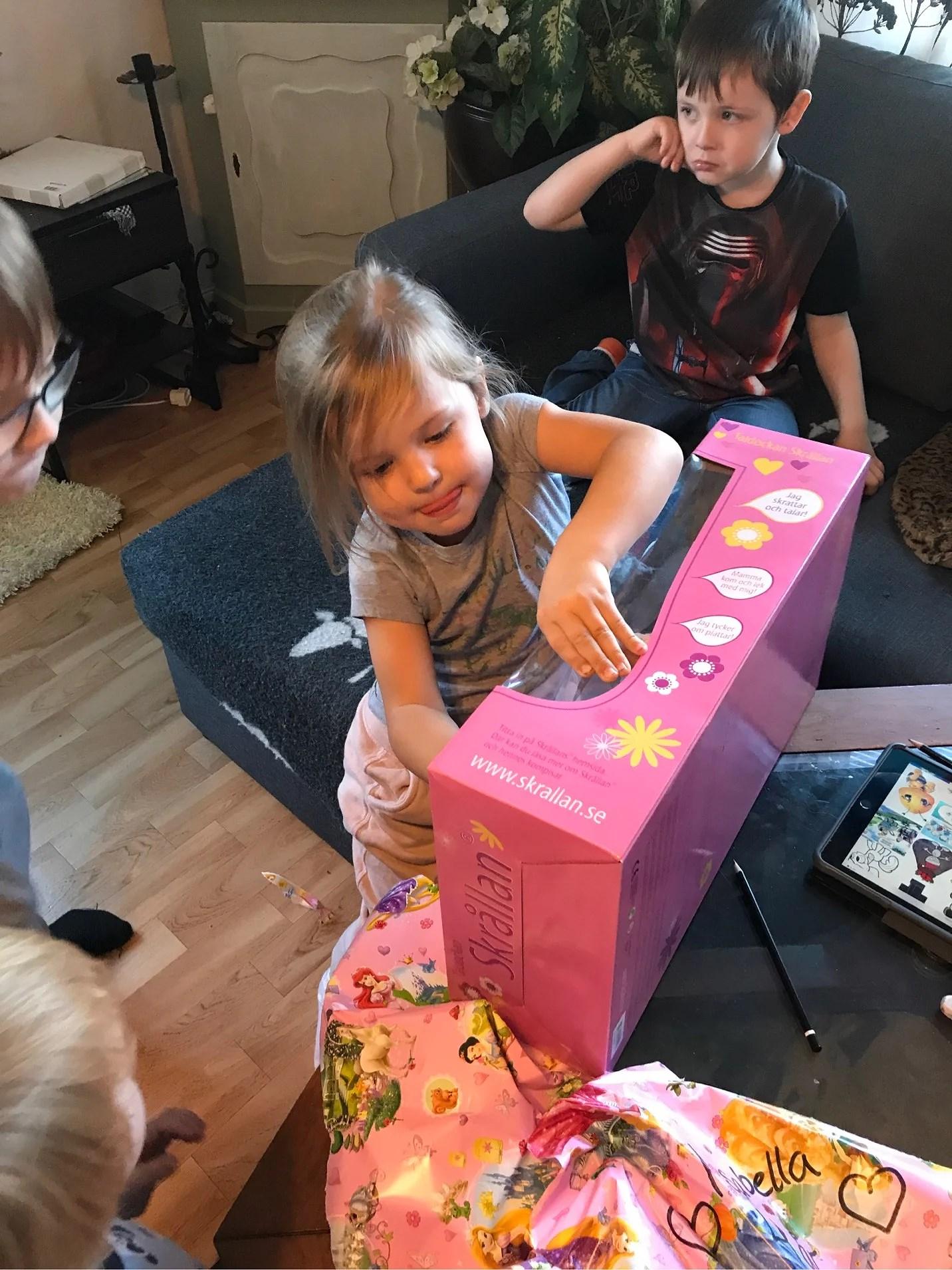 Isabella 4 år, fars dag och lite om jobb