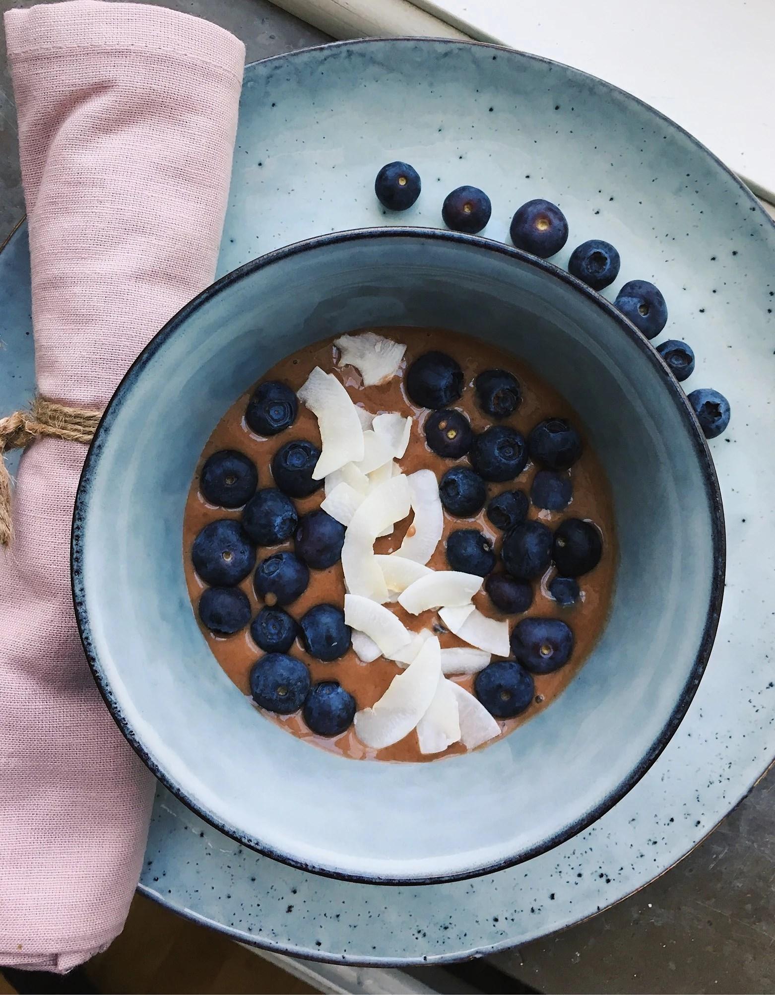 Nyttig frukostglass med chokladsmak