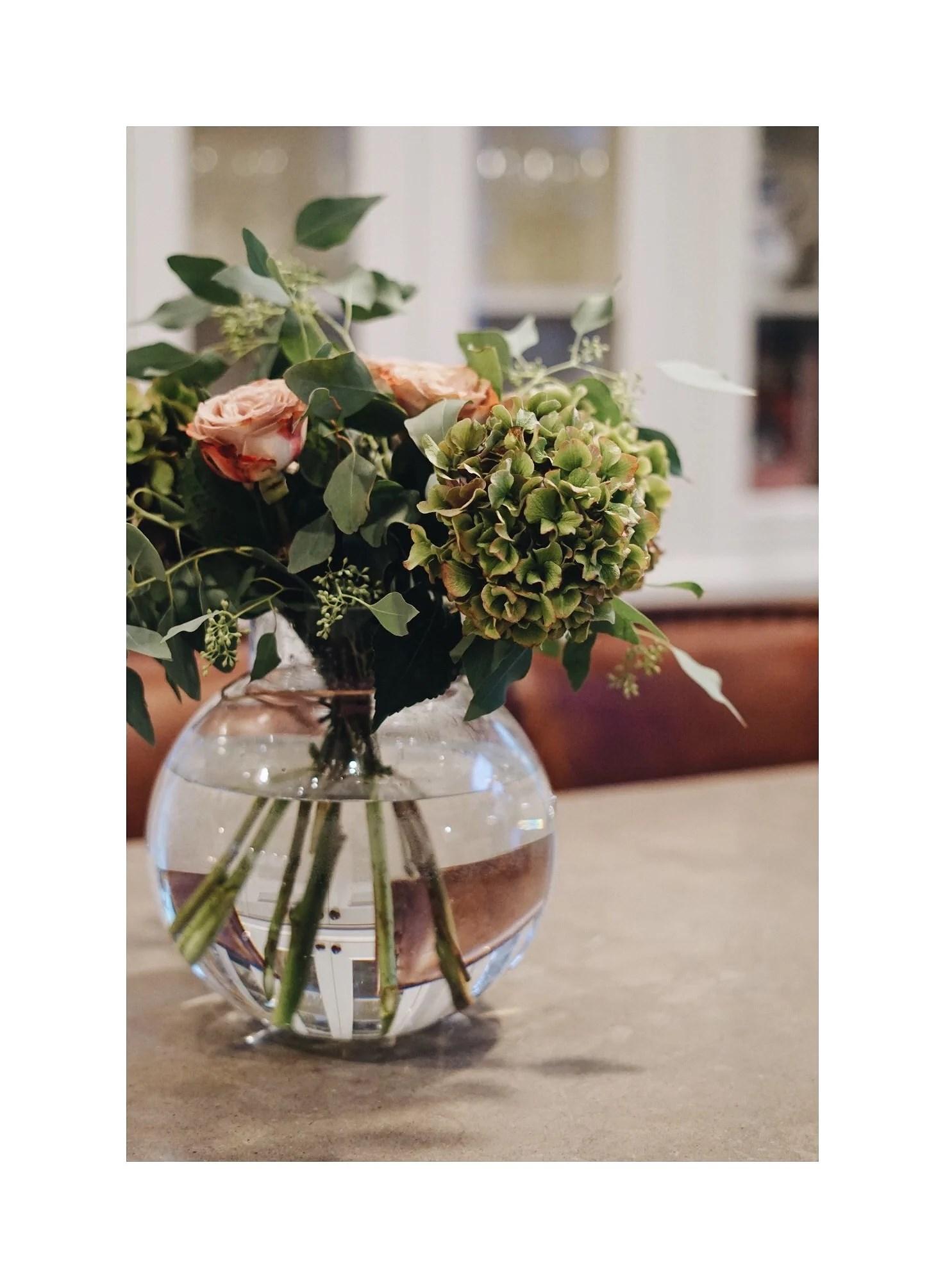 Bröllopsfest & en bukett blommor
