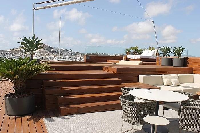 Terraza con solárium, piscina climatizada e hidromasaje privados