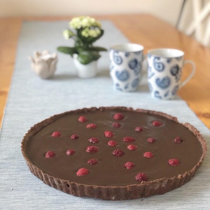 Chokladpaj med espressotryffel och hallon