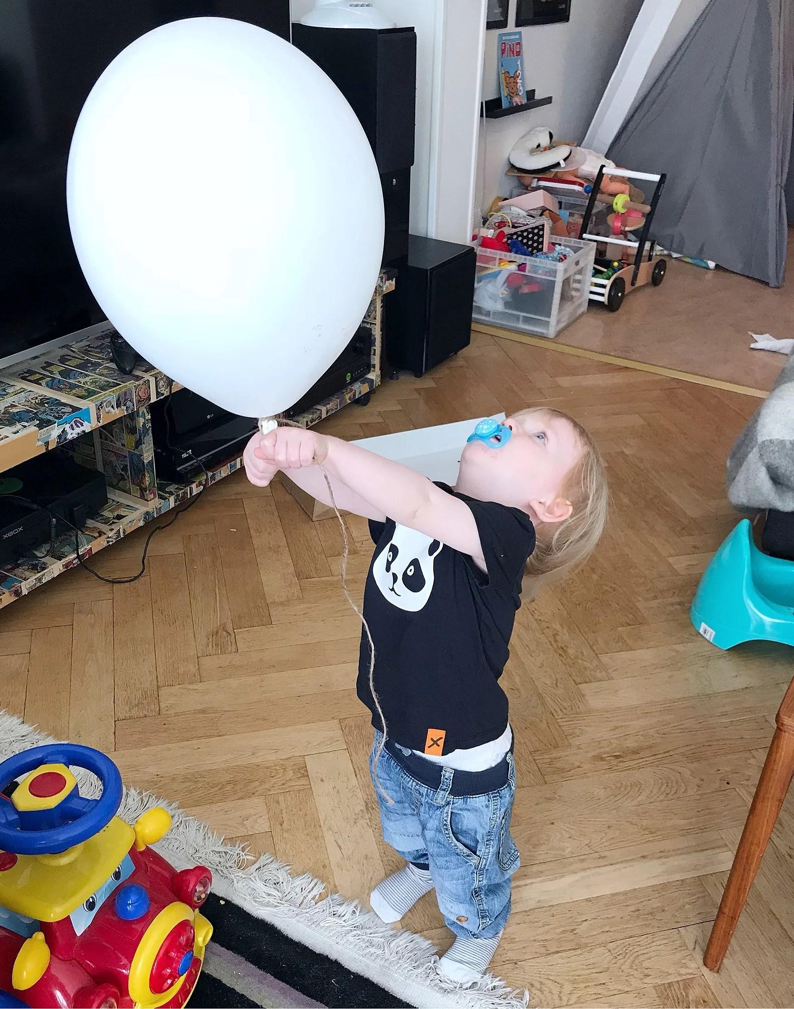 Loppisfynd & ballonglek!