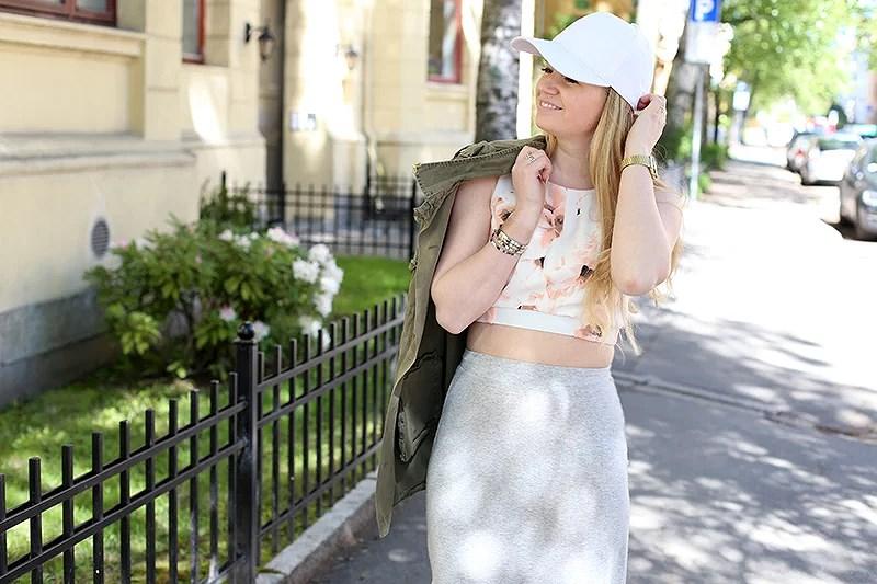 krist.in style inspo outfit streetstyle caps bikbok skirt jacket zara bag sheinside crop top bikbok