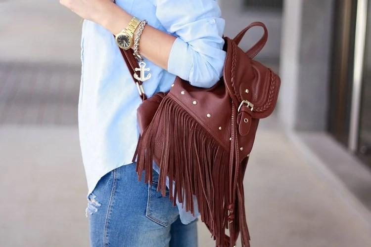 5 ideas para llevar una mochila de flecos