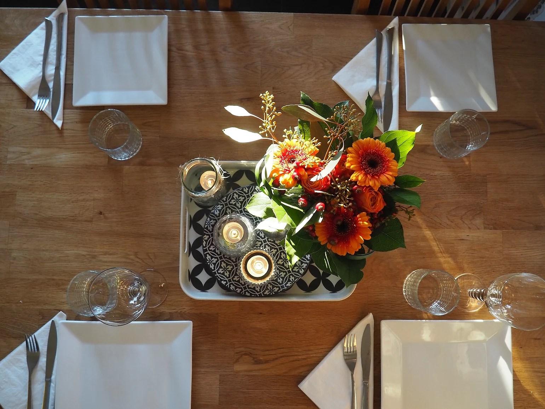 Något speciellt med blommor på bordet