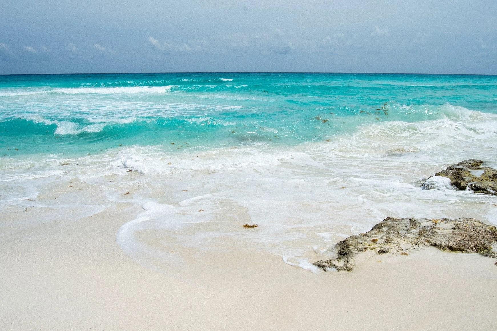 turkost hav och vita stränder