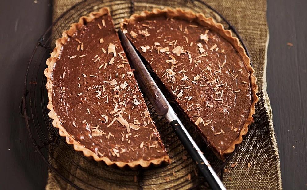 Sockerfri chokladpaj med hasselnötter
