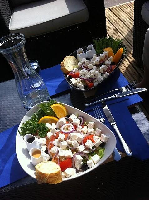 Kesäisellä lounaalla