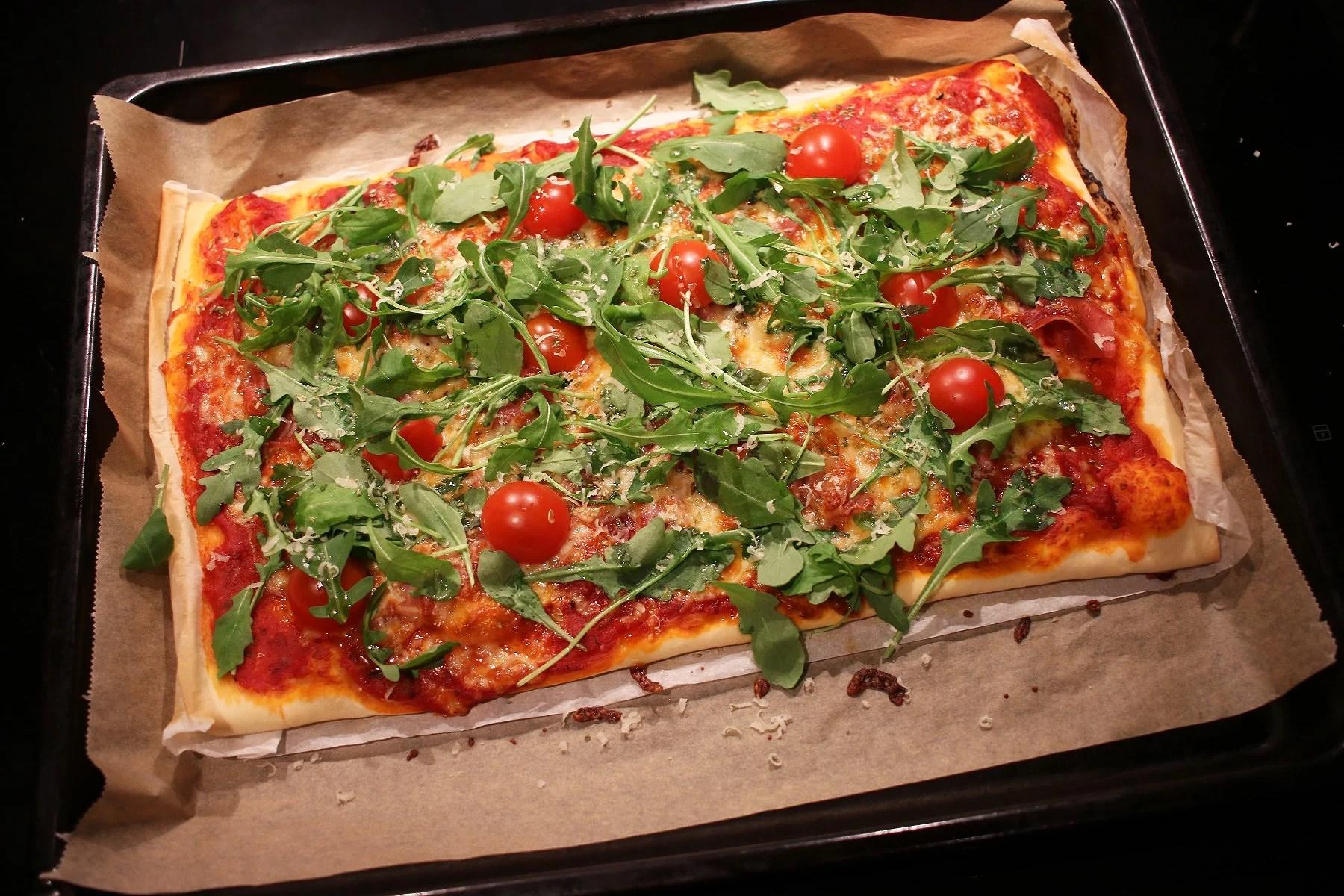PIZZA & GODIS