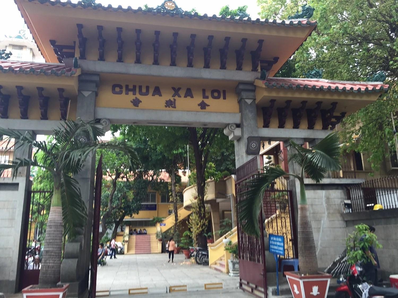 Den smukke indgang til Templet midt i Ho Chi Minh.