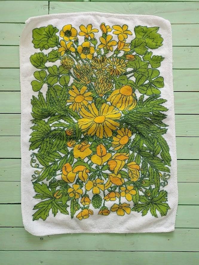 Loppisfynd 1 kr och tips på snygga roliga köp loppis Emmaus och Ta till vara Borlänge retro handduk med gula blommor 5 kronor.