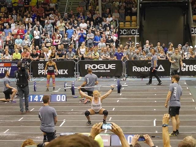 Damernas individuella tävling... Annie, en av de grymma islänskorna som tog sig vidare till Games (VM).