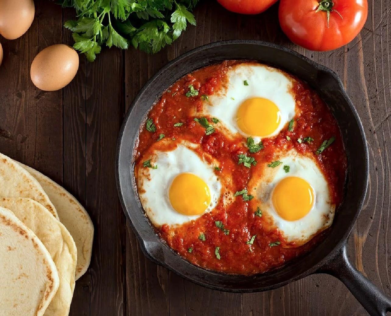 Uova al sugo, ägg med tomatsås