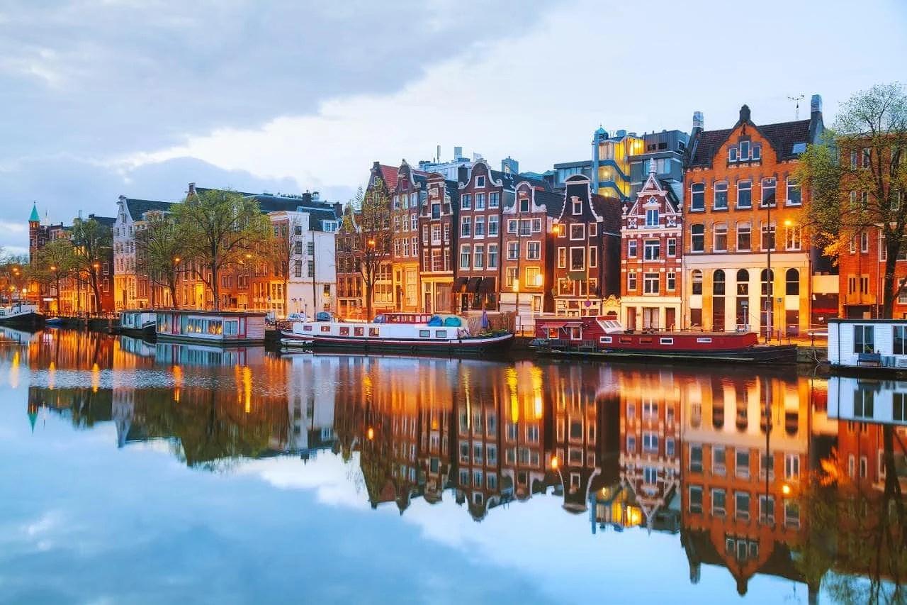 Åker till Amsterdam i April