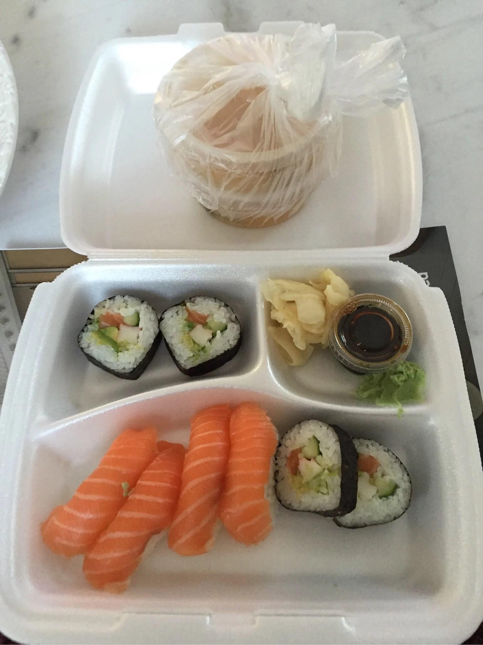 Ensamma hemma = sushi