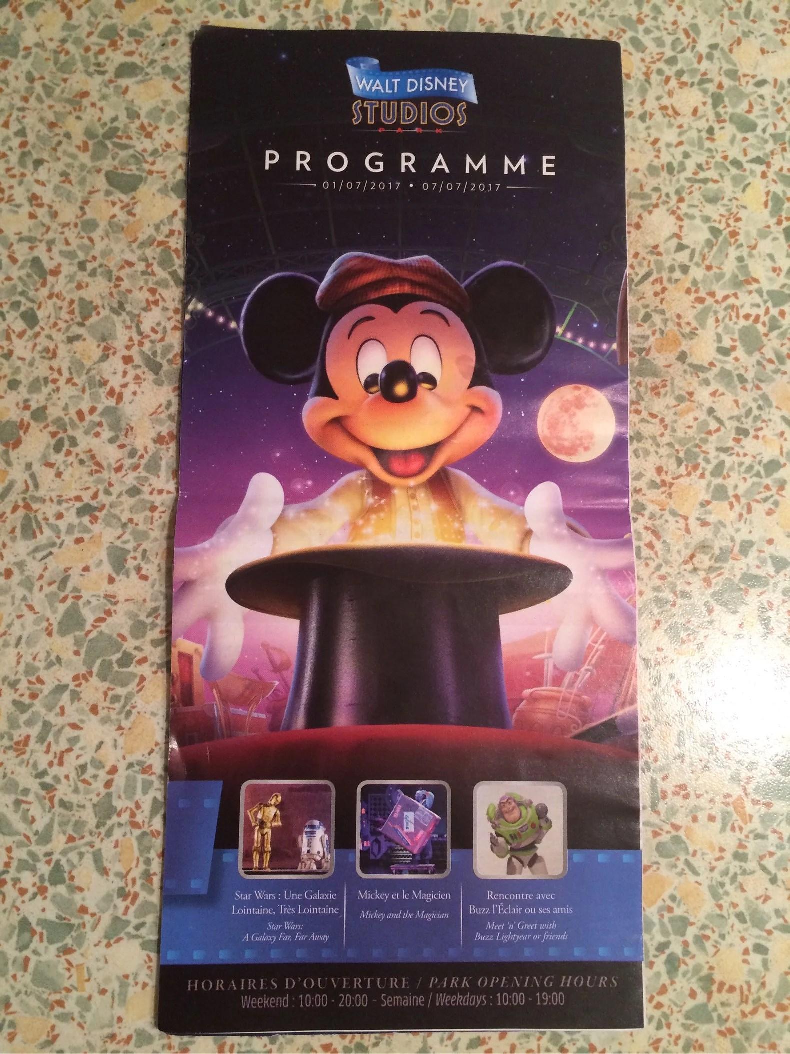Var hittar man tider till shower och parader på Disneyland Paris? Vanliga frågor - svar