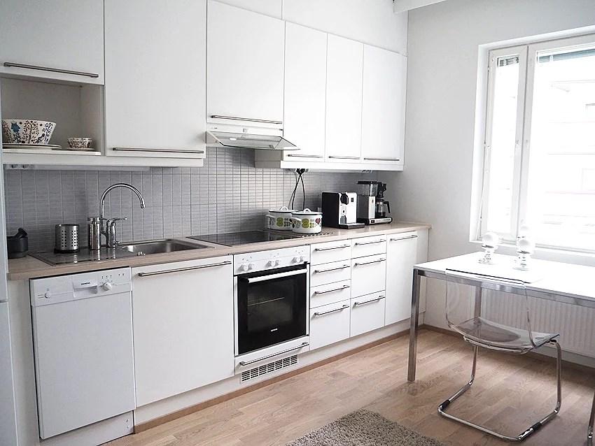 vilkaisu keittiöön