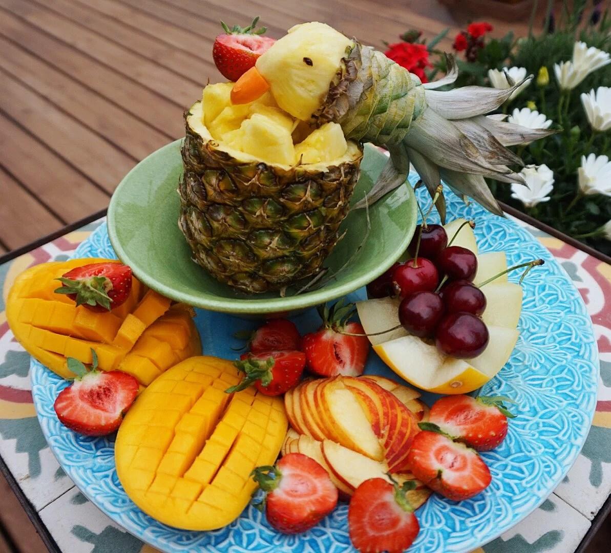 Konstruera en papegoja utav en ananas