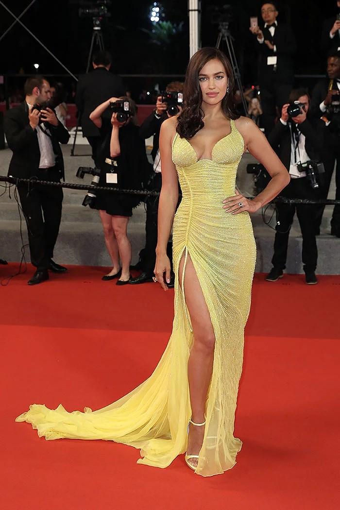 Irina Shayk robe jaune fendue sexy