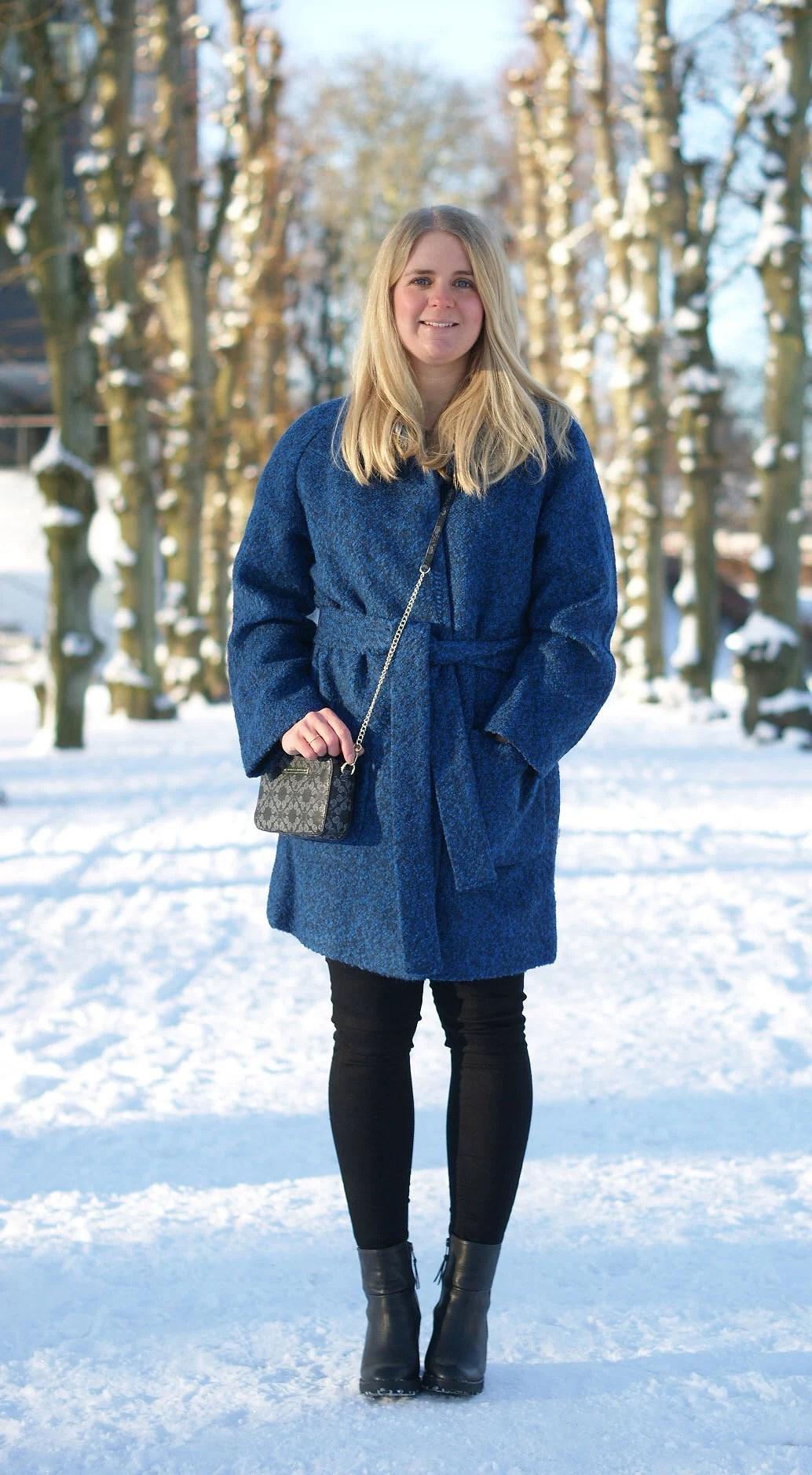 Modeblogger, Ganni frakke, Ganni, Ganni blå frakke, Blå frakke, Ganni, Aalborg blog, Aalborg modeblogger, Nordjysk modeblogger, Aalborg kildeparken, Julie Mænnchen, DAY, Day Birger Et Mikkelsen
