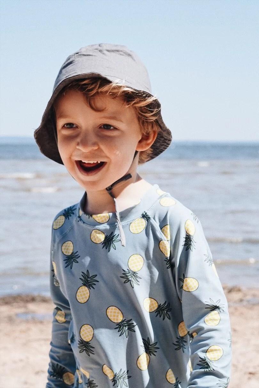 Ett dopp i Vänern och sand mellan tårna