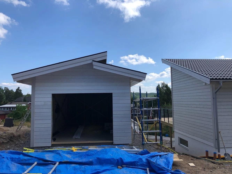 Skog, garage och vardag