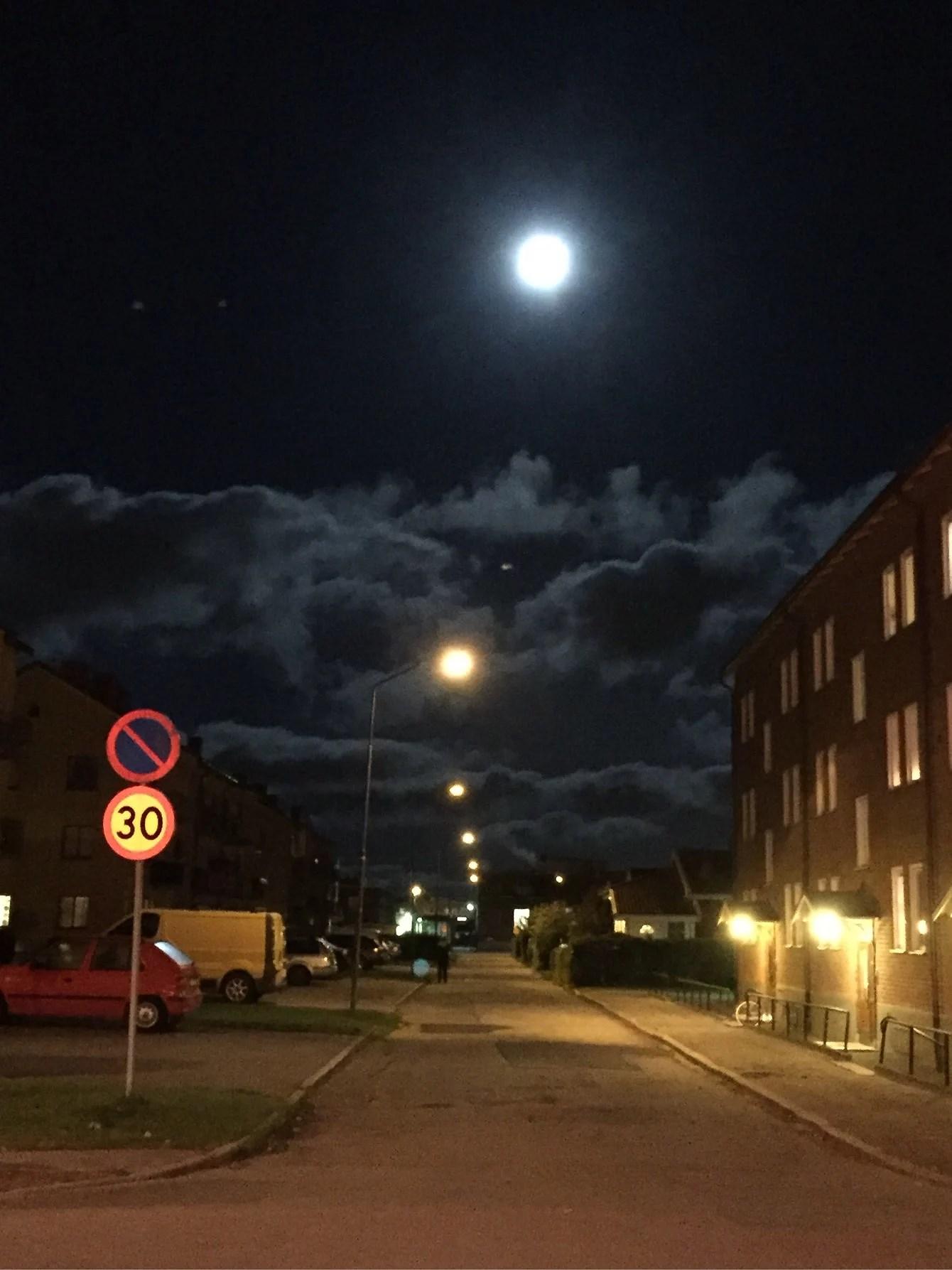 Himlen är oskyldigt svart