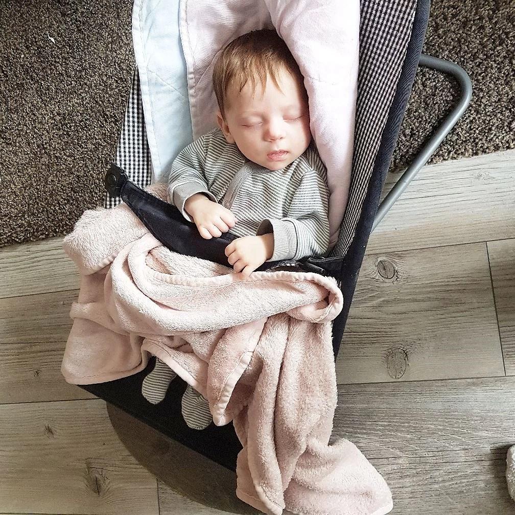 Konsten att hålla en bebis vaken!