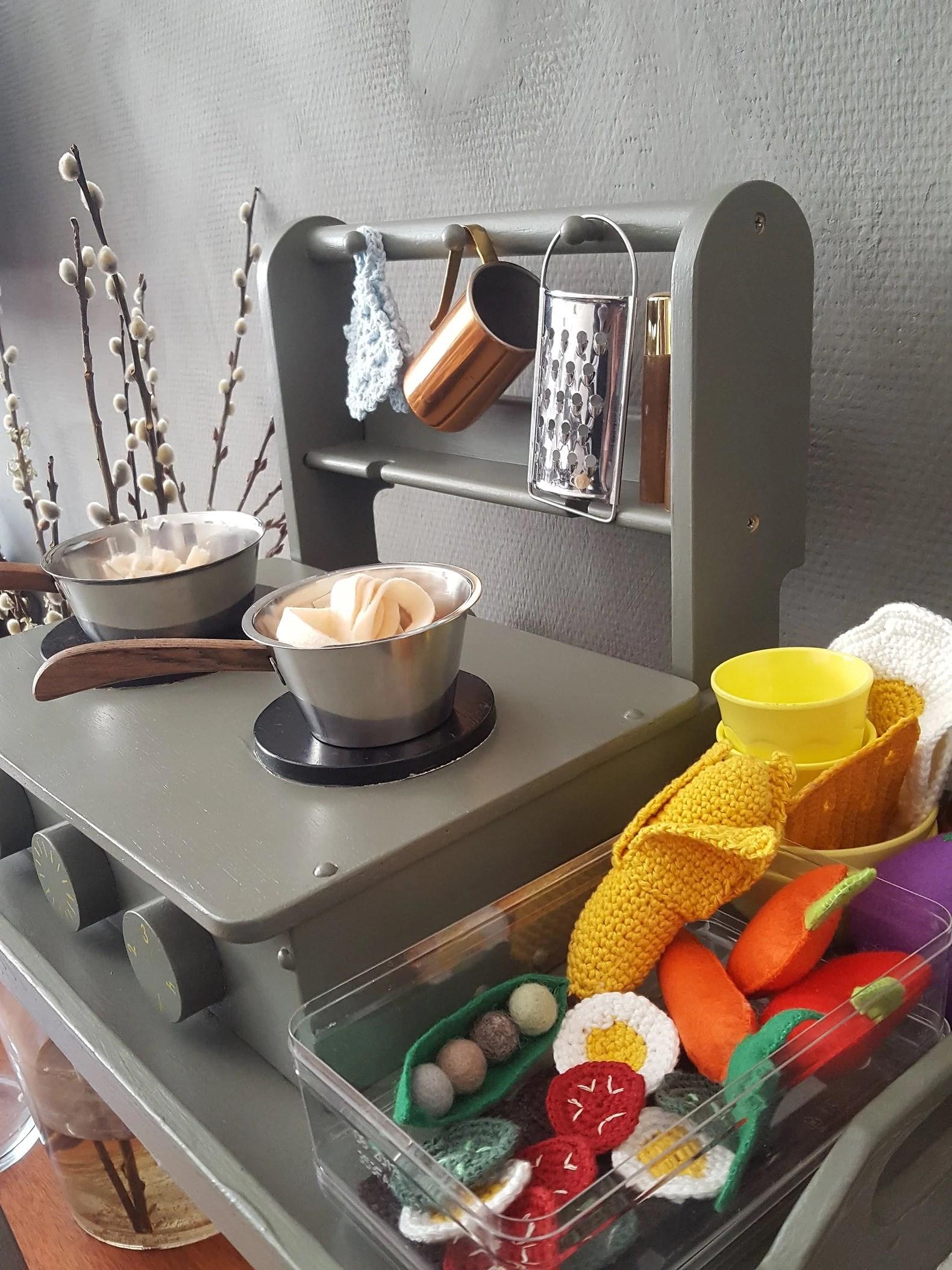 Mobilt legekøkken med et lille pift