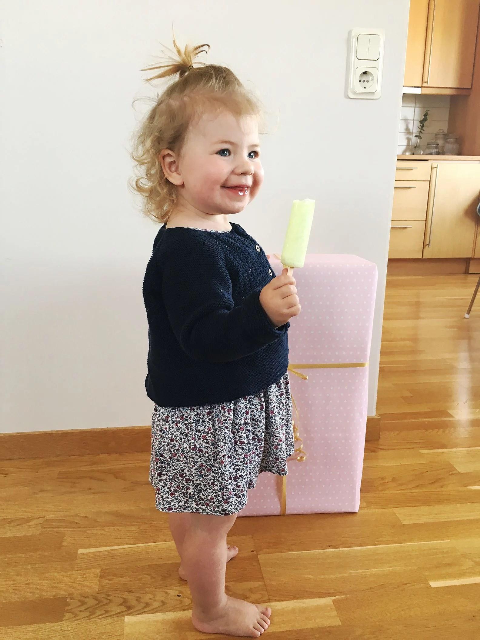 Olivia 2 år