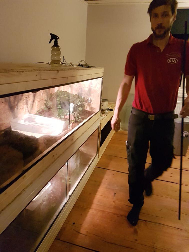ormarna flyttar in i sovrummet och vi ut till vardagsrummet.