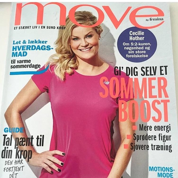 Her på bladet har jeg den lille ørestik på, så det passer til det sporty look.